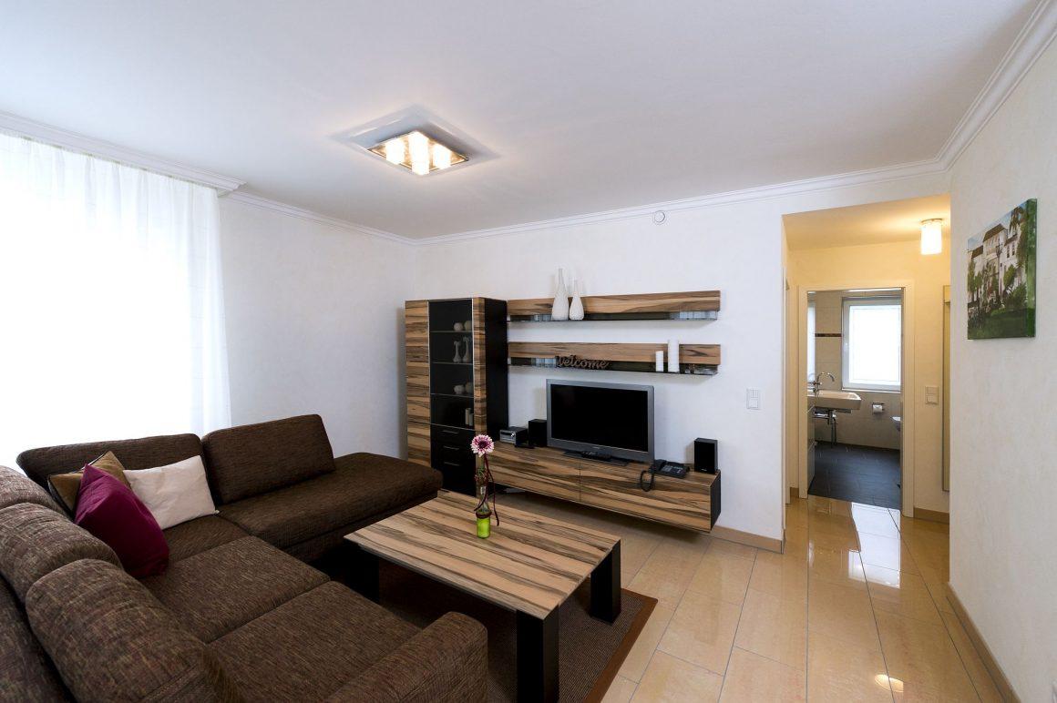 Wohnzimmer mit Blick ins Bad Fewo Marbella