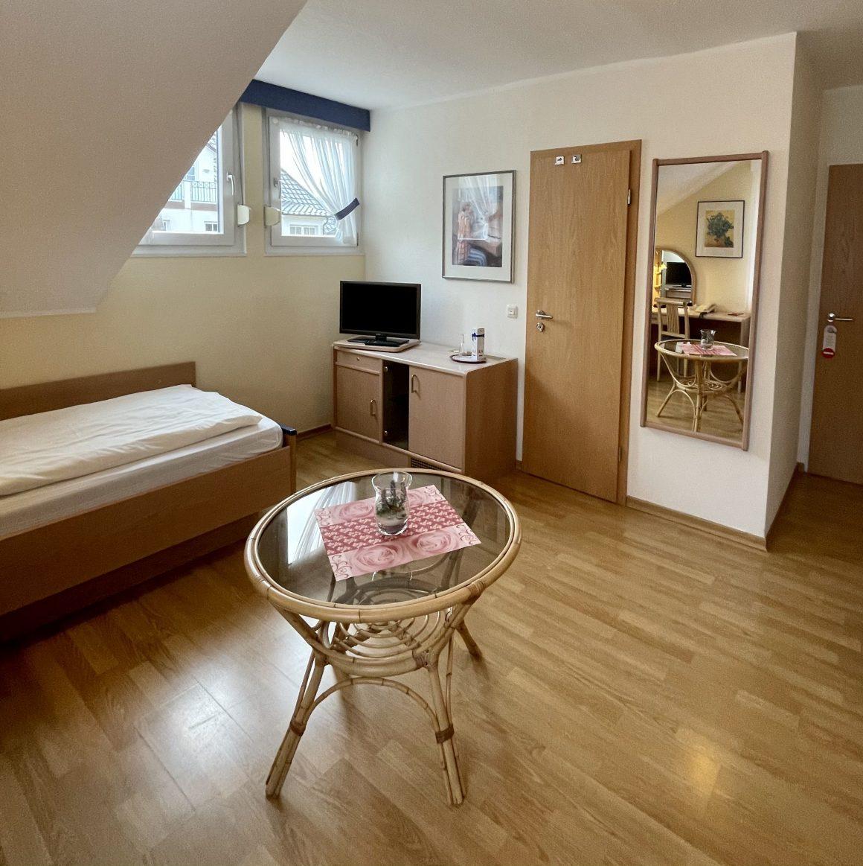 Einzelzimmer mit Flachbildschirm