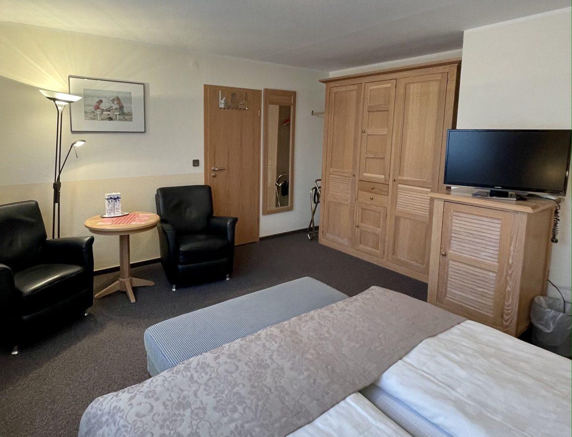 Doppelzimmer mit Sitzgelegenheit