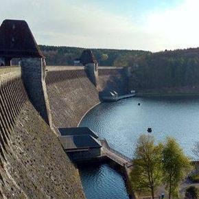 Blick auf die Staumauer Möhnesee